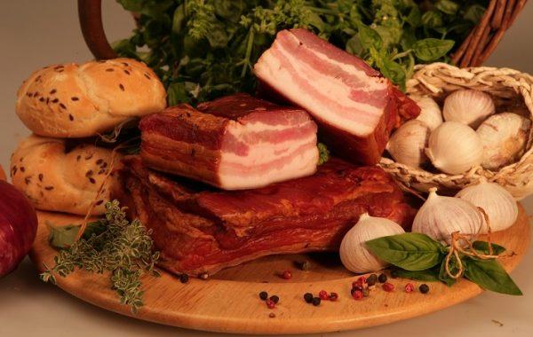 Tradične údená oravská slanina voľná 1758